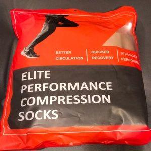 NWT 6 unisex Elite Performance Compression  socks